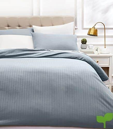 AmazonBasics – Juego de ropa de cama con funda nórdica de microfibra y 2 fundas de almohada – 200 x 200 cm, gris scuro