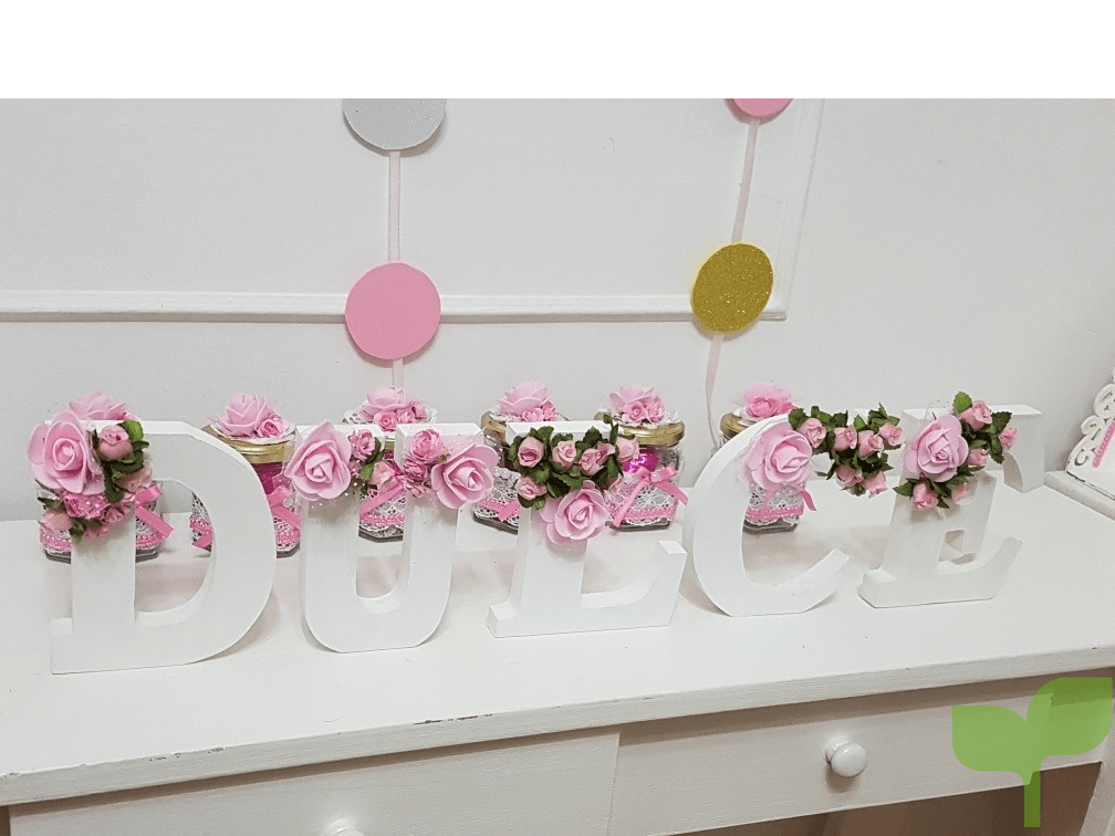 letras con flores rosadas - Ideas para decorar letras de madera