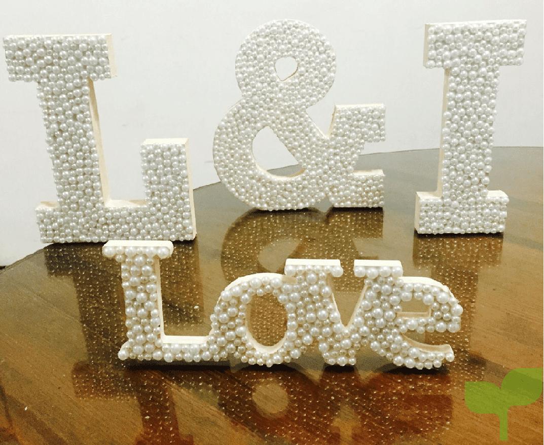 letras con pedrería 2 - Ideas para decorar letras de madera