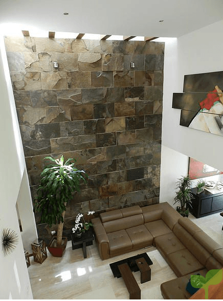 pared con laja marrón - Ideas para decorar las paredes de un salón