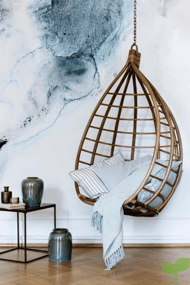 salón con asiento colgante 1 - Cómo decorar un salón pequeño