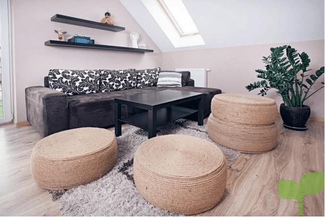 salones con puffs - Cómo decorar un salón pequeño