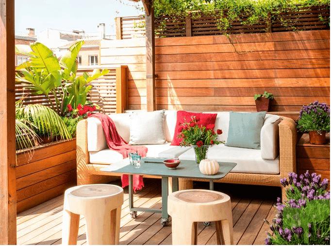 terraza con fondo de madera - Ideas para decorar terrazas pequeñas